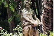La estatua del jardín